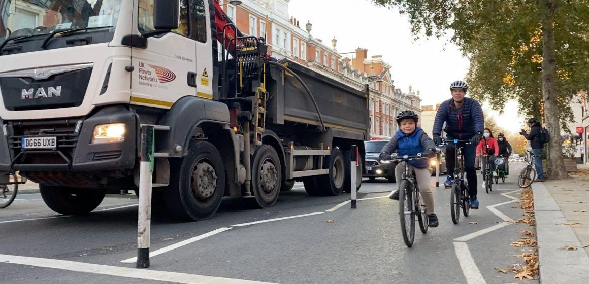 High Street Kensington cyclists